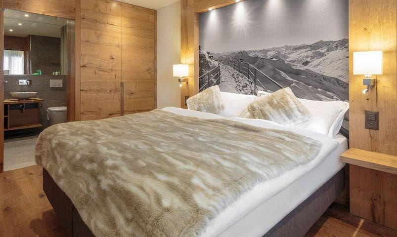 Cozy Mountain Boutique Hotel in Center Town