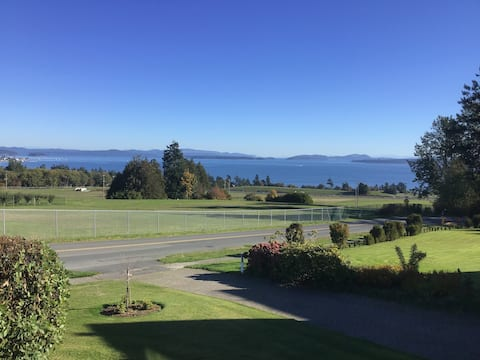 North Saanich home with ocean view