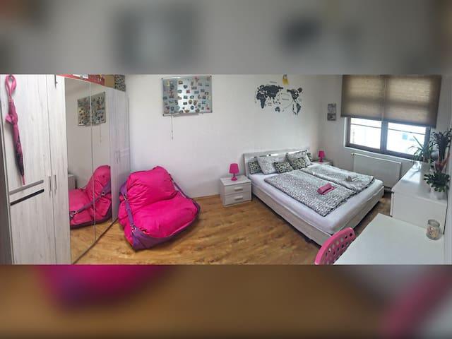 Charming spacious room near centre!