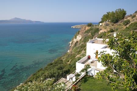 VILLA ON THE EDGE - Almyrida