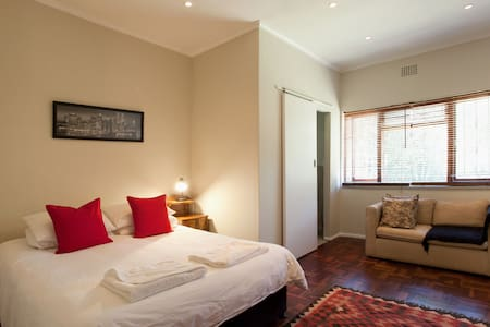 Convenient position.  Newly renovated. - Cape Town - Hus