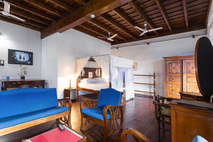 Old Courtyard - Suite