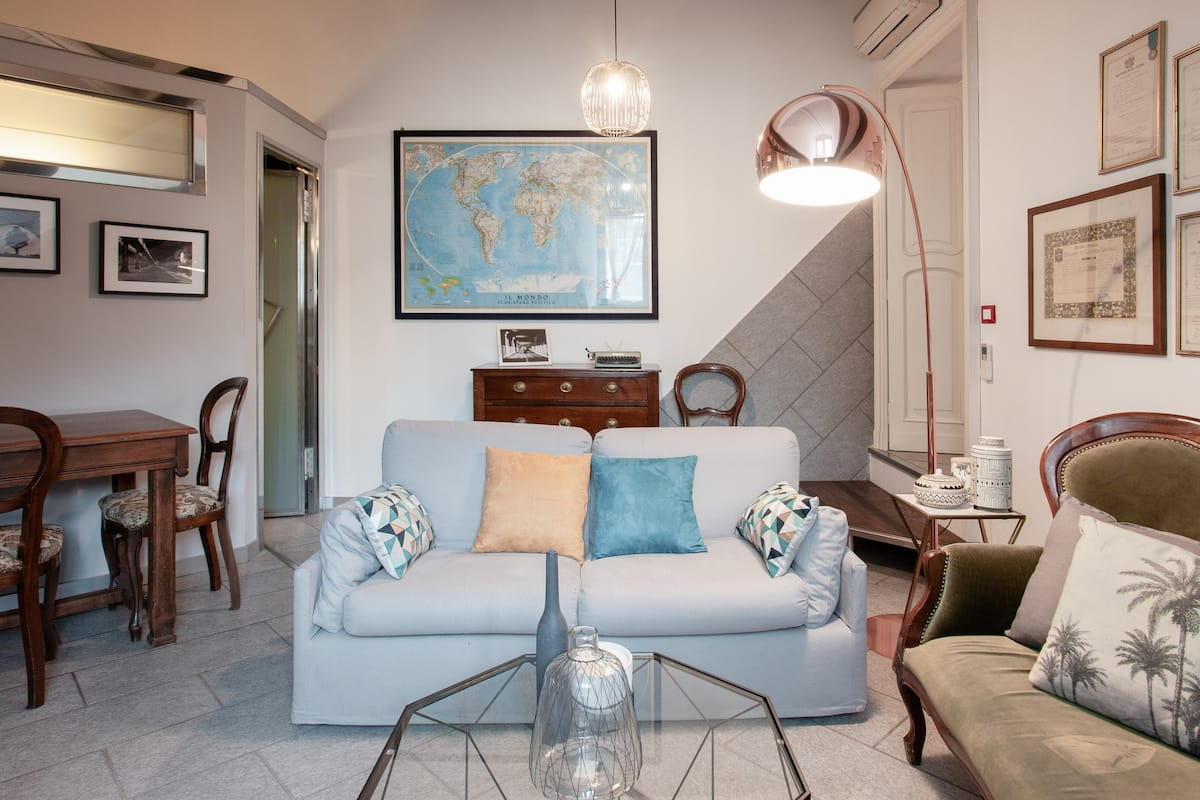 Top Floor Central Apartment in Historical Building, Garage