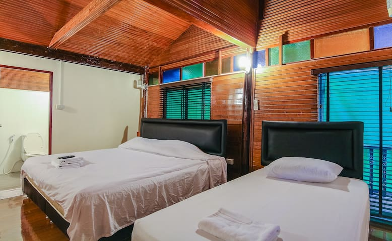 BIG 2BR Beach House next to Hilton 200m from Beach - Tambon Hua Hin - Dom