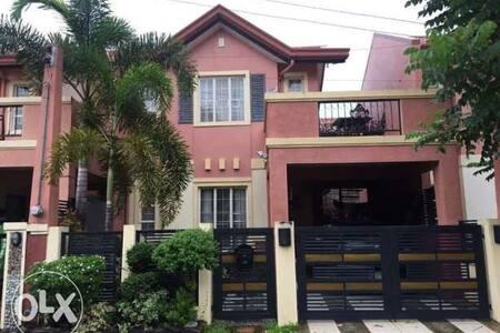 Camelia house - Tarlac City - Complexo de Casas