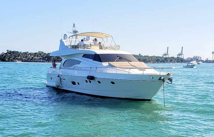 73' Ferretti - Yacht Rental in Miami