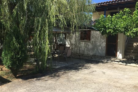 Kalliopi's cosy summer place for relaxing vacation