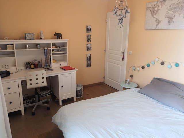 Chambre cosy dans maison familiale avec jardin