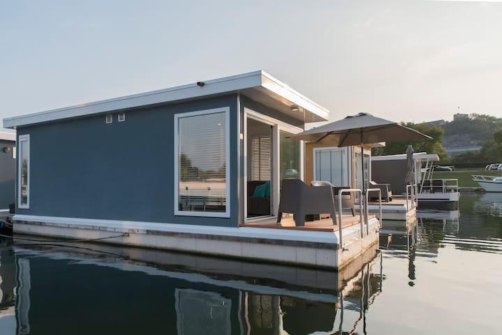 Your own little island: the BoatLodge
