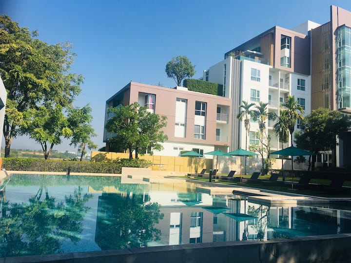 SereneLake 一卧室一客厅免费湖景泳池