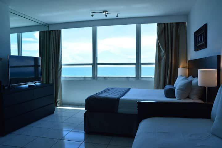 Beautiful Ocean View Studio direct beach exit