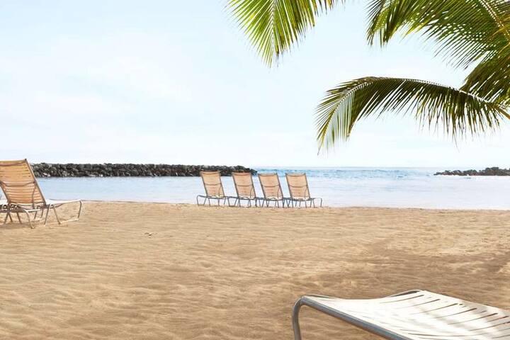 Villa Mar Azul - Walk to Beach! - Sleeps 12