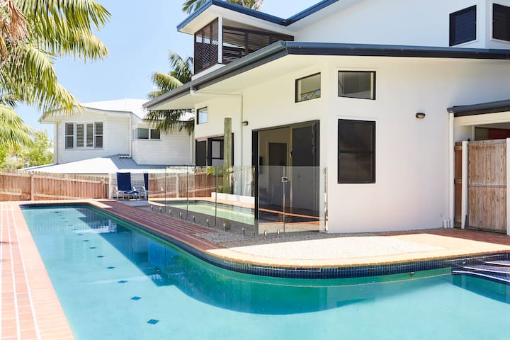 Beach Hideaway with large private pool. - Lennox Head - House