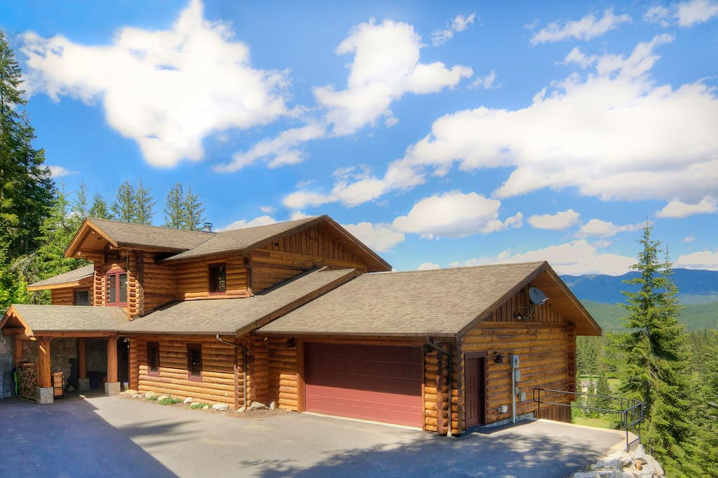 Miracle lodge luxury home with hot tub cabins for for Leavenworth cabin rentals