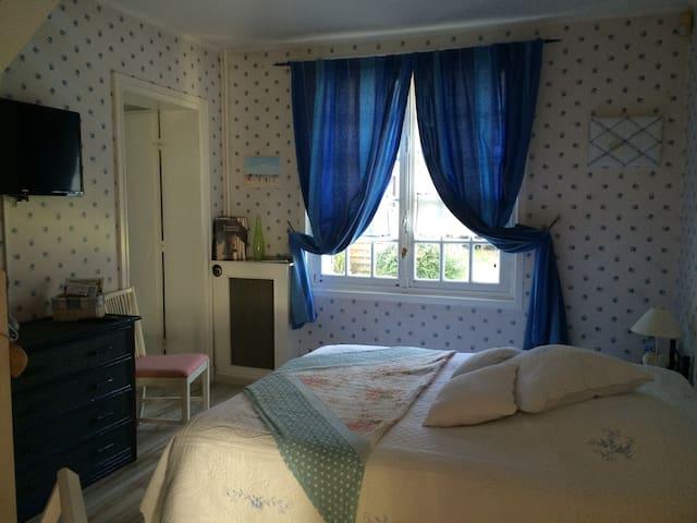 La Chambre Familiale - Sainte-Gemme-Moronval - Bed & Breakfast
