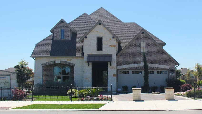 Beautiful home with swimming pool - Cibolo - Casa