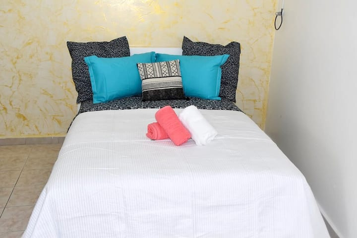 Studio in Baie Mahault, with wonderful city view, balcony and WiFi - 10 km from the beach