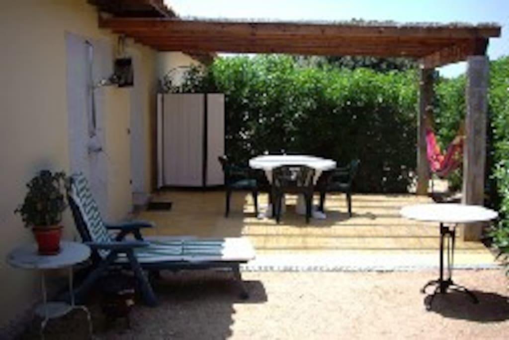 La terrasse avec le hamac