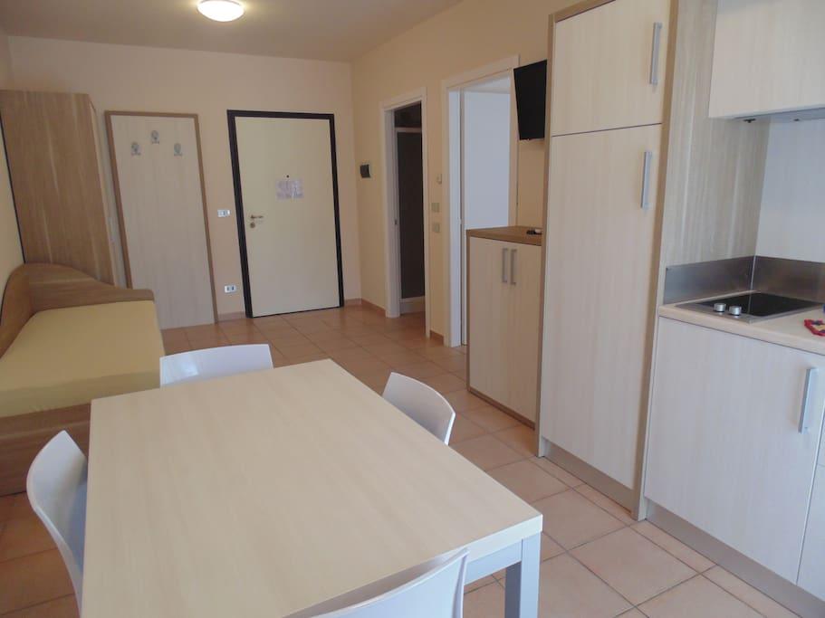 Tipologia Appartamento Indipendente: Soggiorno con angolo cottura e divano letto
