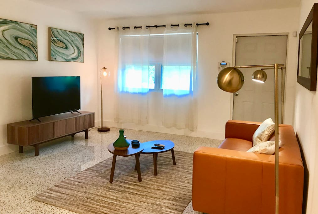 2 Bedroom 1 Bath Design District Miami Home Townhouses For Rent In Miami Florida United