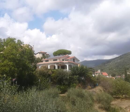 Villa con vista a Dolcedo