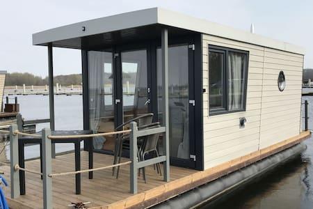 Houseboat ROTAN Rieth domy na wodzie - Easy