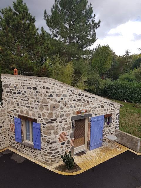 Casa de pedra independente de 20 m2