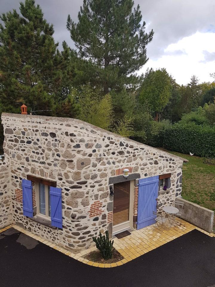 Maisonnette en pierre indépendante de 20 m2