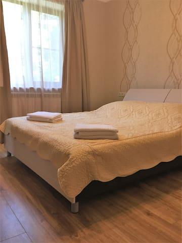 Спальня(двуспальная кровать)