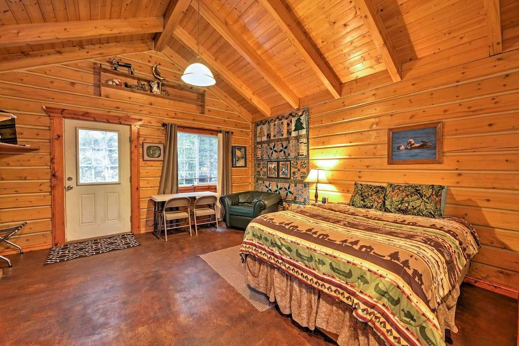 The heated floors and cozy beds ensure nights spent comfortable and warm no matter where you are in the studio cabin.