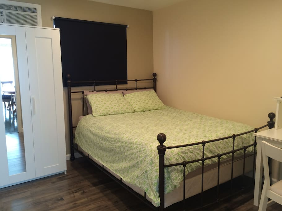 Comfortable room 2 with a queen bed