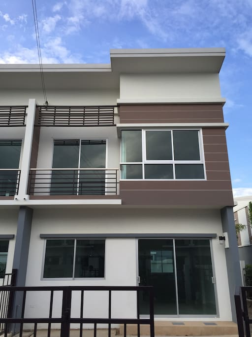 Entire townhome at atmospheric corner with garden. You own the entire house.