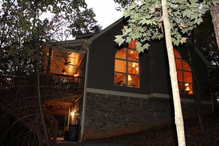 3,100 sq. feet of custom cabin living.