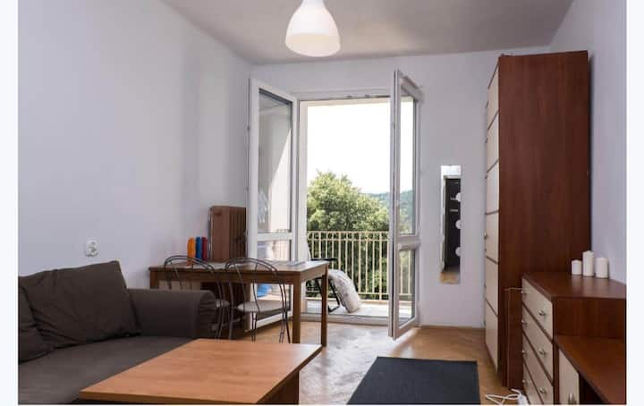 Dwa pokoje z balkonem na wzgórzu