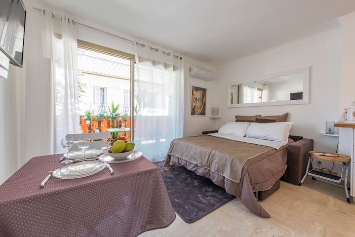 Cannes Center, Cosy Studio Near the Palais, - Cannes - Lägenhet