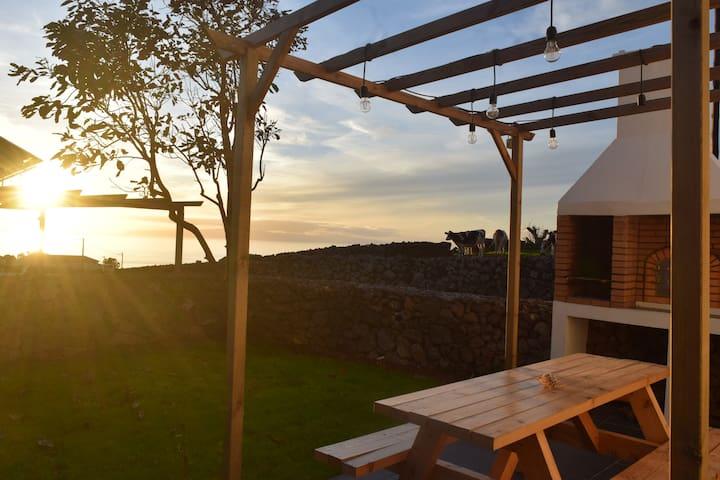 Ribeira House I - private terrace, AC & breakfast