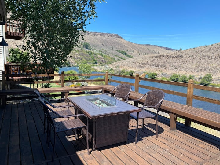 Deschutes River Front Cabin w/ hot tub & firetable
