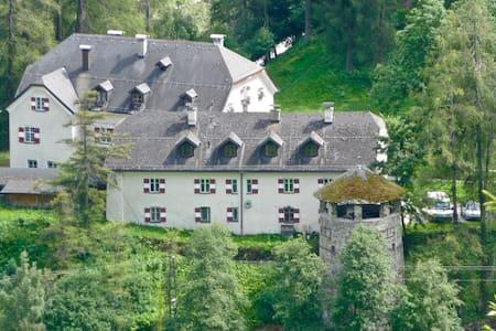 Stunning & unique Austrian family home - Trins - 住宿加早餐