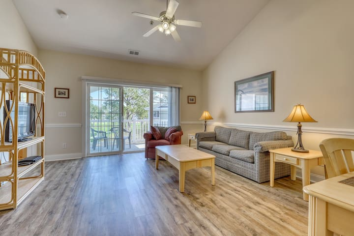 Gorgeous, family-friendly condo w/shared outdoor pool, hot tub, and gas grills!