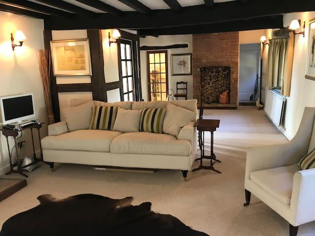 A beautiful, comfy & peaceful Cotswold retreat