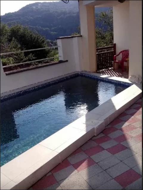 Kalenici Ház medencével (beállított ár, nem pp)