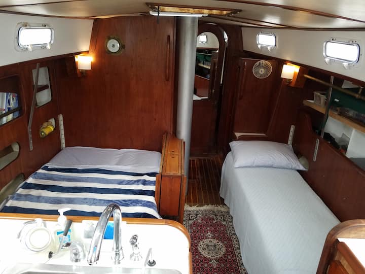 Glamping Aboard Classic Sailboat in Annapolis