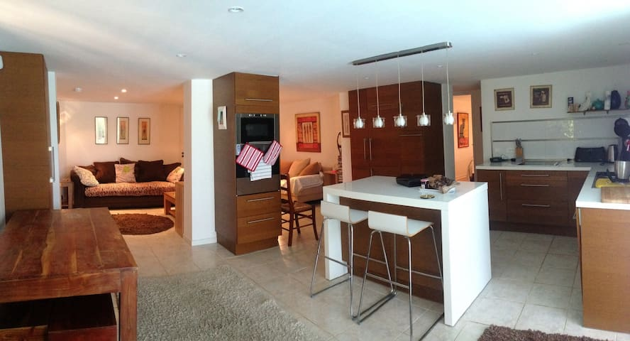 Lovely self contained apartment 20m de Aix