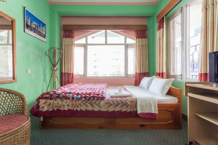 HOTEL 7 CONTINENTS (A) - Pokhara - Bed & Breakfast