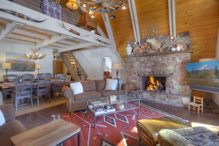 Alpine View vacation rental cabin in Durango Colorado living room