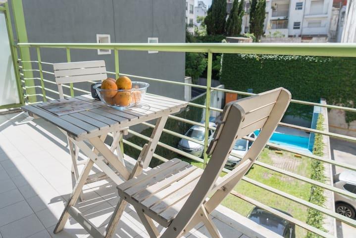 Estudio con balcón, jardín y piscina-SUPER OFERTA