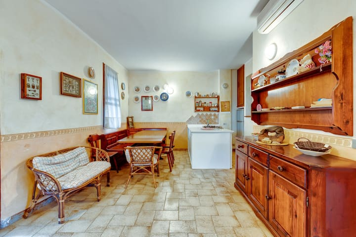 """Charming Home """"Casa dei Gerandi"""" on the Beach with Terraces & Air Conditioning; Pets Allowed"""