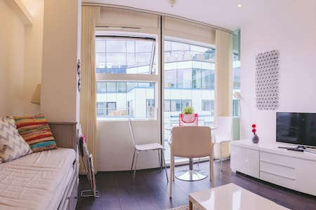 Stylish Stay in the Sky - Birmingham - Apartment