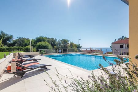 Apartment with a beautiful pool - Rabac - Wohnung