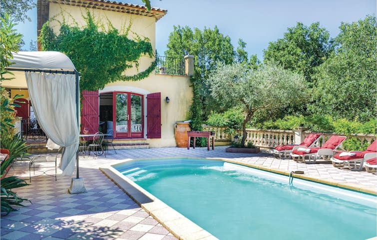 Holiday cottage with 3 bedrooms on 150m² in Neoules